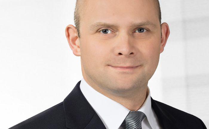 Ist geschäftsführender Gesellschafter der Projects Vermittlungs GmbH: Alexander Schlichting