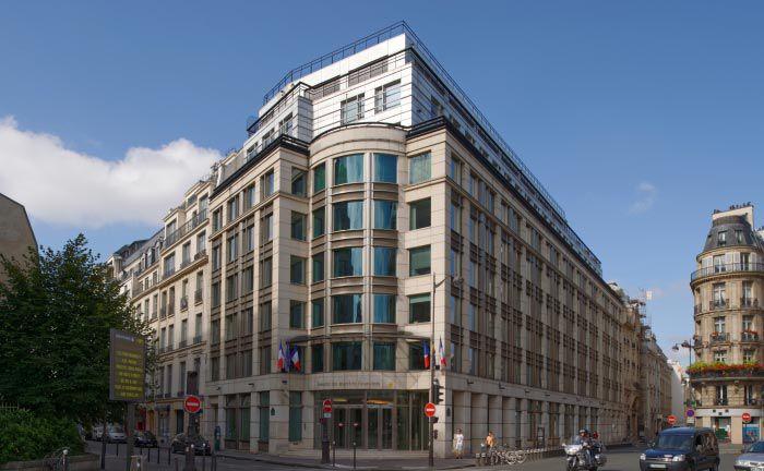 Der Sitz der französischen Finanzmarktaufsicht AMF in Paris|© Albert Bergonzo