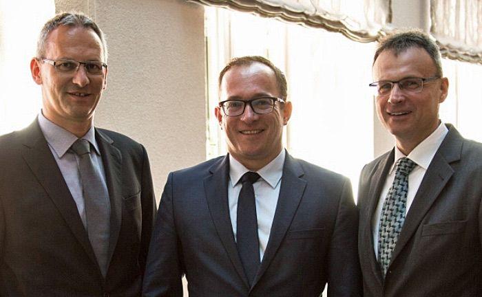 Die Vorstände der insolventen Süddeutschen Aktienbank: Andreas Falger (links) und Frank Bischoff (rechts) sowie Aufsichtsrat Jan Torsten Schmieling auf dem private banking kongress München 2016