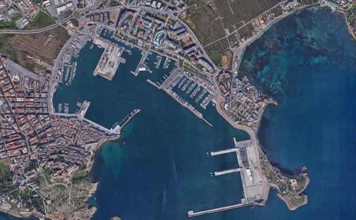 Bietet reichlich Platz für 55-Meter-Yachten: Die Marina Ibiza Magna in Spanien