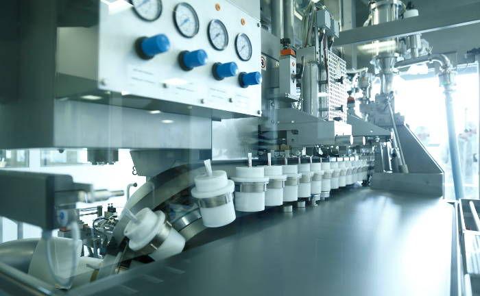 Tablettenproduktion bei Stada Arzneimittel: Marktteilnehmer rechnen damit, dass Stada einen bis zu 2 Milliarden schweren Loan ausgibt, um die geplante Übernahme zu finanzieren. Offen ist noch, wie Anleger diese Pille schlucken werden.