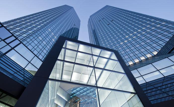 Deutsche-Bank-Zentrale in Frankfurt: Deutschlands größte Bank zieht Steuerbescheinigungen aus den Jahren 2008 und 2009 zurück.|© Deutsche Bank