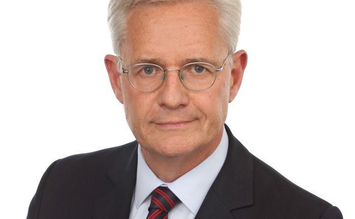Dr. Jochen Eichhorn: Der Experte für Bank-, Wertpapier-und Kapitalmarktrecht erklärt die drei Arten, wie man mit Research-Kosten als Vermögensverwalter umgehen kann.|© Lachner Westphalen Spamer