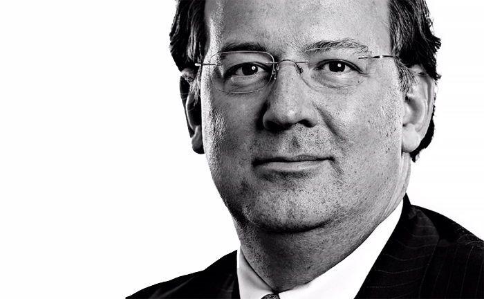 Der Jurist Alexander Letzsch arbeitet seit mehr als 20 Jahren in verschiedenen leitenden Positionen in der Vermögensverwaltung.