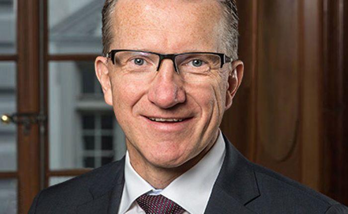 Jürg Staub ist unbeschränkt haftender Gesellschafter und Vorsitzender der Geschäftsleitung der Schweizer Privatbank Reichmuth & Co.