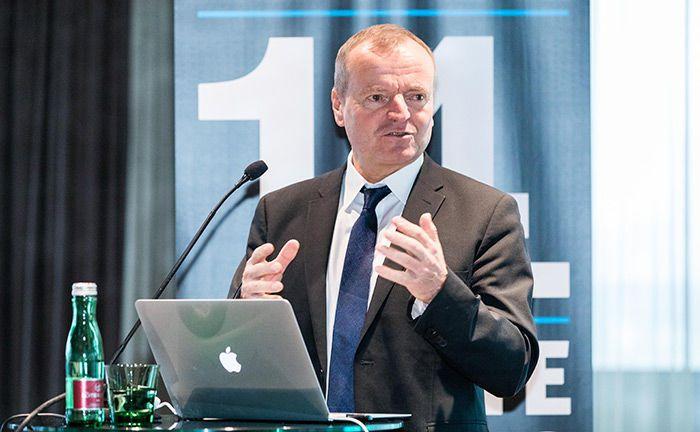 Top-Speaker Prof. Dr. Manfred Spitzer von der Uniklinik Ulm eröffnet mit seinem Vortrag den 14. private banking kongress in Wien.