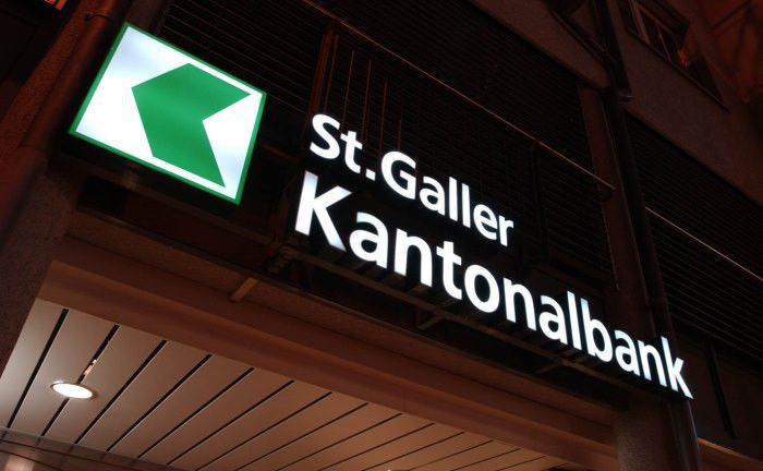 Schriftzug der St. Galler Kantonalbank am Standort in St. Gallen: Die Bank übernimmt das Private-Banking-Geschäft der M.M. Warburg Bank Schweiz.|© St. Galler Kantonalbank