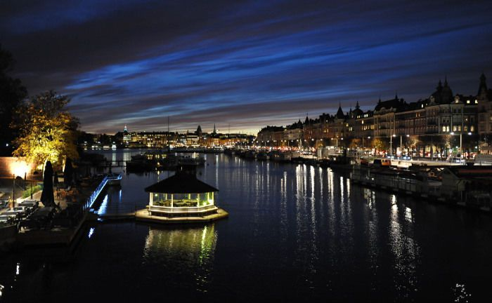 Schwedens Haupstadt Stockholm bei Nacht: Der neue Fram Capital Skandinavien investiert in skandinavische Unternehmensaktien.