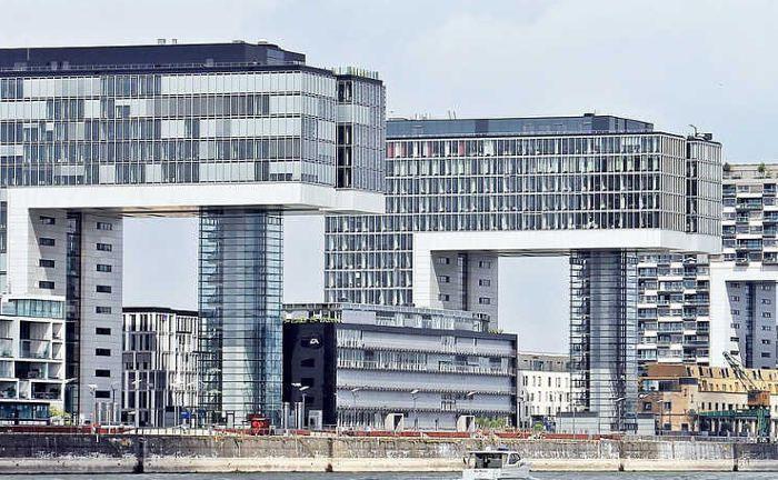 Kranhäuser in Köln: Laut MSCI haben deutsche Büroimmobilien 2016 ein Plus von 6,1 Prozent erzielt.|© Pixabay