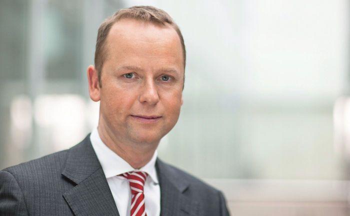 Henning Gebhardt lenkt seit Anfang 2017 den Zentralbereich Wealth und Asset Management der Berenberg Bank. Der Wechsel zu den Hamburgern war ein Coup, war der 49-Jährige zuvor doch 20 Jahre für die Deutsche Asset Management tätig und hatte dort unter anderem die Flaggschiff-Fonds DWS Aktien Strategie Deutschland und DWS Investa verantwortet.