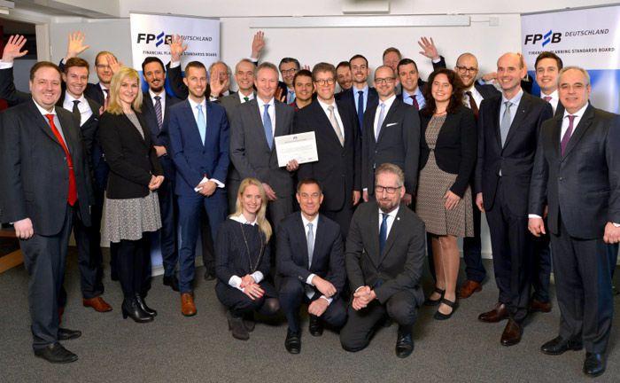 Die frisch ausgezeichneten Zertifikatsträger bei der feierlichen Übergabe am 19. Januar 2018 in Frankfurt. |© FPSB