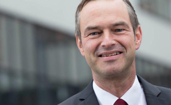 Stefan Hölscher, Gründer und Geschäftsführer von Hölscher Invest, ist zusammen mit Wilfried Stubenrauch Geschäftsführer der Fondsberatung Stubenrauch & Hölscher.