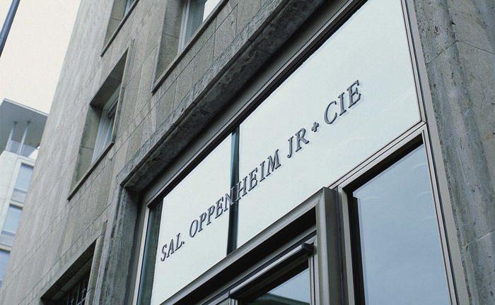 Portal der Privatbank Sal. Oppenheim in Köln: Das Verfahren gegen den ehemaligen Aufsichtsratschef von Georg Baron von Ullmann wird unter Auflage einer Zahlung in einstelliger Millionenhöhe vorläufig eingestellt.|© Sal. Oppenheim
