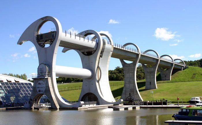 Bau einer Brücke: Die Deutsche Finance Private Capital soll Family Offices unter anderem zu Infrastruktur-Direktinvestments beraten.|© Pixabay