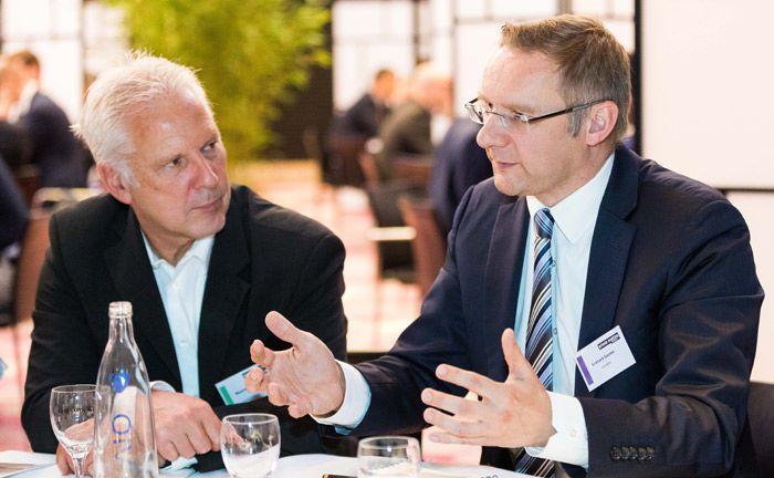 Eckhard Sauren (r.) von der gleichnamigen Kölner Fondsgesellschaft war einer von mehreren hochkarätigen Roundttable-Referenten auf dem 15. private banking kongress in München.|© Anna Rauchenberger/Arman Rastegar