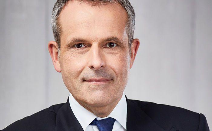 Sebastian Klein ist Vorstandsvorsitzender der Fürstlich Castell'schen Bank. Mit der digitalen Vermögensverwaltung Castell Insight will das Institut eine neue Zielgruppe erschließen.