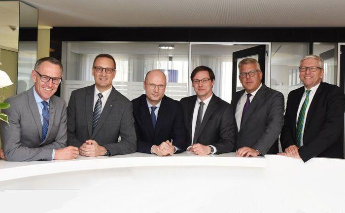 Das neue Führungsteam der Sparkasse Darmstadt: (v. l.) Jürgen Thomas, Sascha Ahnert, Axel Rothermel, Matthias Daum, Ralf Bernhard und Peter Lehr.