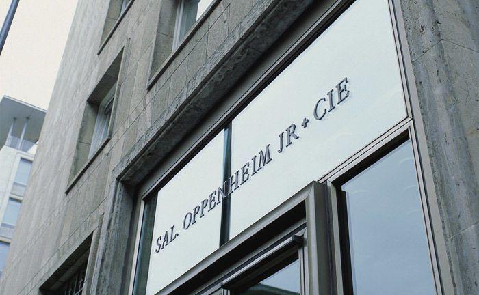 Portal der Privatbank Sal. Oppenheim in Köln: Für Teil der Oppenheim-Mannschaft geht es bei der Deutschen Bank im Wealth oder Asset Management weiter.