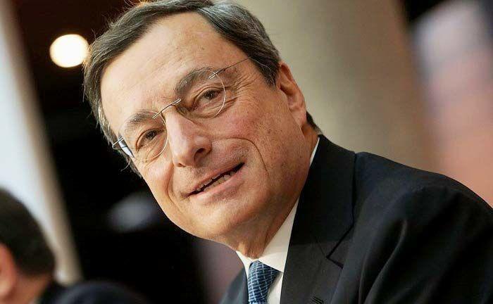 Schwarzer Tag für Anleger: Am 5. Juni 2014 spricht Mario Draghi, Präsident der Europäischen Zentralbank (EZB), in Frankfurt zu Journalisten. Dabei gab er bekannt, dass Guthaben bei der EZB zum ersten Mal Minuszinsen kosten werden, damals zunächst minus 0,1 Prozent.