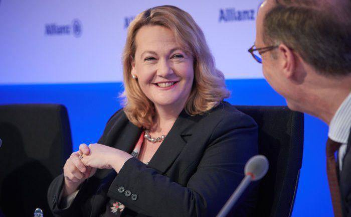 Jacqueline Hunt, Allianz-Vorstandsmitglied, bei der Bilanzpressekonferenz des Versicherungskonzerns im Februar 2018: Die Allianz hat ihren Anteil am digitalen Vermögensverwalter Moneyfarm ausgebaut.|© Allianz