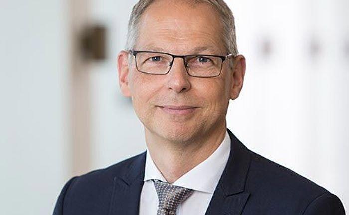 Der designierte Deutschlandchef von PWC, Ulrich Störk, übernimmt das Amt zum 1. Juli 2018 von Norbert Winkeljohann.  |©  PWC