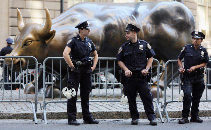 Bronzeskulptur in der Wall Street, New York: Bullishe Marktkräfte erlahmen  | © Getty Images