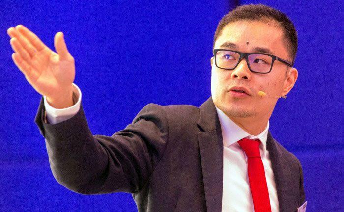 Der Schweizer Aktienexperte Jie Song bei seinem Vortrag auf dem 12. private banking kongress 2017 in München.