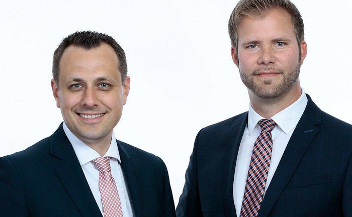 Markus Pukall (links) und Sören Schuchard von der Sparkasse Holstein. |© Sparkasse Holstein