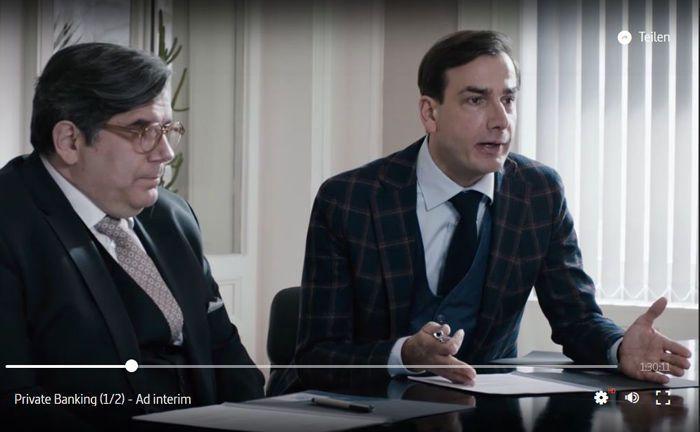 Alexander Weyer (r.), direkter Nachkomme von Privatbankchef Leopold, plant direkt nach dessen Herzinfarkt den Verkauf des Lebenswerkes des Vaters.|© Arte Mediathek