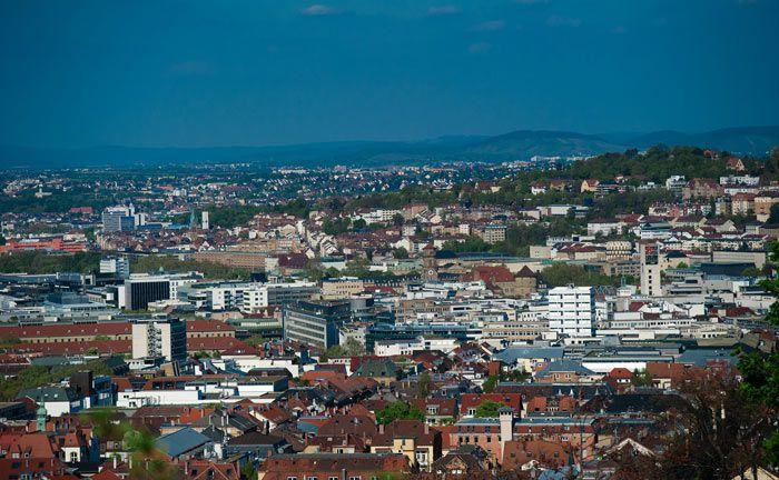 Blick auf Stuttgart: In der baden-württembergischen Landeshauptstadt sucht die Koehler Group einen Geschäftsführer für ihr Real Estate Family Office|© Pixabay