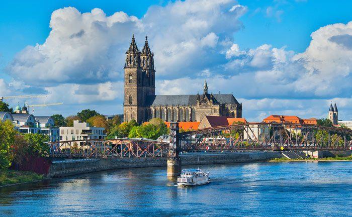Blick über die Elbe auf den Magdeburger Dom: Die Anlegergruppe Kirchen verfügt über geschätztes Vermögen von mehreren hundert Milliarden Euro.|© Pixabay