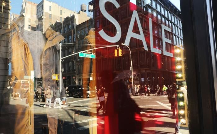 Shopper am  Broadway in New York: Das Verbrauchervertrauen in den USA ist weiterhin hoch | © Getty Images