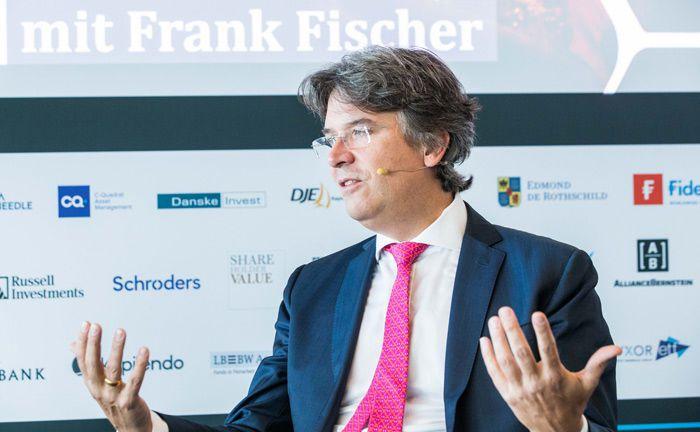 Frank Fischer von Shareholder Value Management gab den Gästen des 16. private banking magazin in Hamburg Einsichten zu Shareholder-Aktivismus.|© Anna Rauchenberger, Jana Madzigon, Arman Rastegar