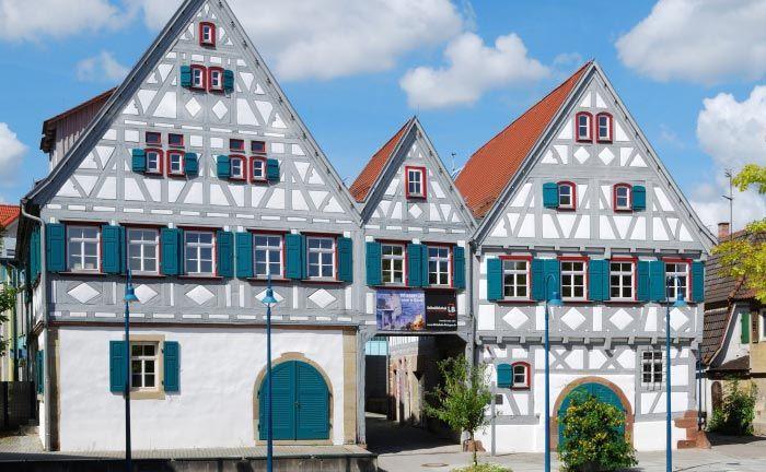 Das Dreigiebelhaus in der Altstadt von Ditzingen: Die Beratungsgesellschaft Vermögensbutler sucht einen Leiter Portfolioverwaltung.