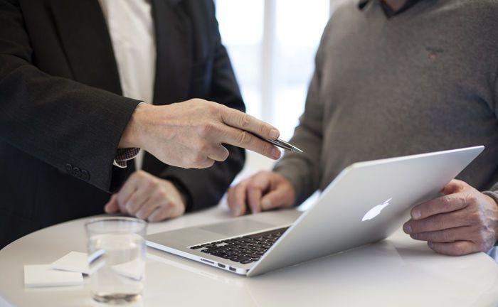 Kundenberatung vor Ort: In einer ihrer Kerndienstleistungen schneiden die untersuchten Branchen ordentlich ab.|© Pixabay