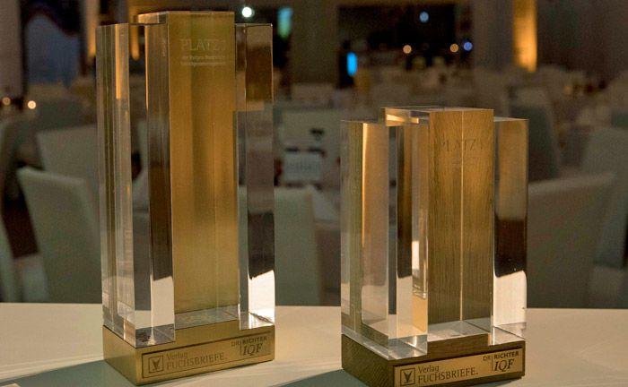 Die Auszeichnungen für den 1. Platz in der Gesamtwertung und in der Ewigen Bestenliste. |© Hanna Boussoua