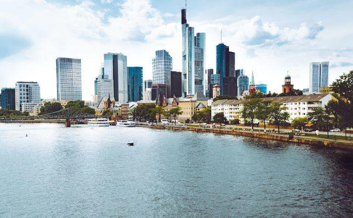 Die Skyline von Frankfurt am Main: Das Versorgungswerk der Landesärztekammer Hessen sucht für den Geschäftsbereich Kapitalanlage einen Abteilungsleiter. |©  Tembela Bohle