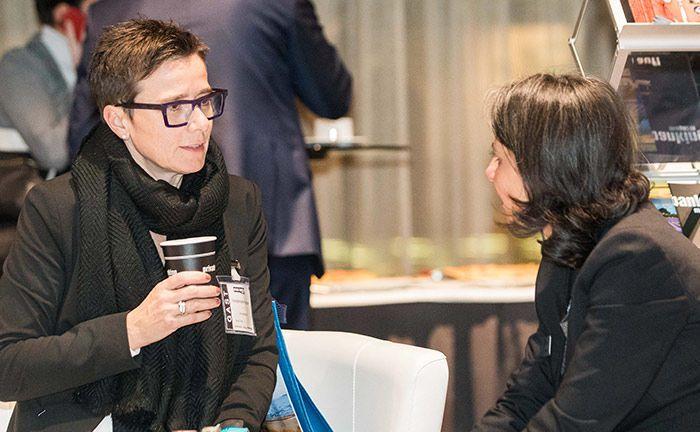 Heidemarie Hauser (l.) von der Schoellerbank im Gespräch mit Selina Piening von Edmond de Rothschild AM.|© Anna Rauchenberger, Arman Rastegar