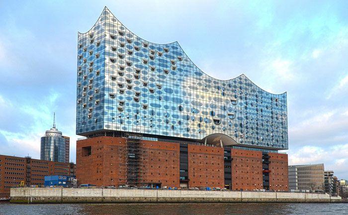 Elbphilharmonie in Hamburg: Die Frankfurter Bankgesellschaft eröffnet im Laufe des Jahres 2019 eine Niederlassung in der Hansestadt – mit acht Berater von Merck Finck Privatbankiers.|© Pixabay