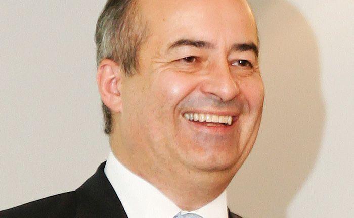 Volker Schmidt-Jennrich hat nach dem Tod des Firmengründers und persönlich haftenden Gesellschafters Gerd Bennewirtz die Geschäftsführung der SJB übernommen.