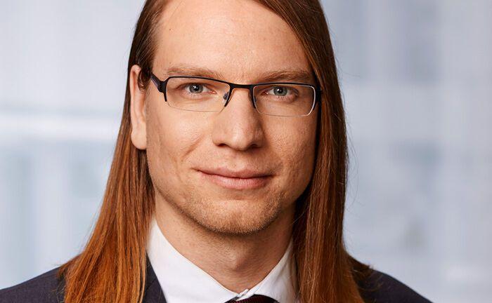 Benjamin Kirschbaum ist Rechtsanwalt bei der auf Bankrecht und Kryptowährungen spezialisierten Kanzlei Winheller.