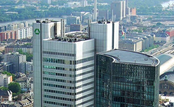 Frankfurter Silberturm nach zu Dresdner-Bank-Zeiten:Der 10. April 2009 markierte das Ende als selbstständiges Institut.|© I don't worry / CC-BY-SA-3.0 Wikimedia Commons