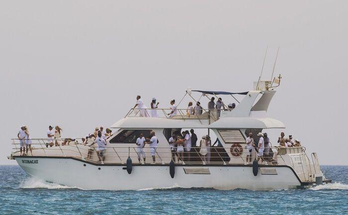 Mit der Yacht auf hoher See: Vermögende sind zunehmend frustriert über die Dienstleistungen ihrer Banken und vertrauen die Vermögensanlage Family Offices an.