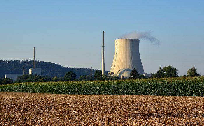 Kernkraftwerk Isar in Niederbayern, 14 Kilometer flussabwärts von Landshut: Der Fonds zur Finanzierung der kerntechnischen Entsorgung soll die eingezahlten Mittel im Laufe dieses Jahrhunderts so verwalten und anlegen, dass die Finanzierung der Zwischen- und Endlagerung des radioaktiven Abfalls in Deutschland gewährleistet ist.