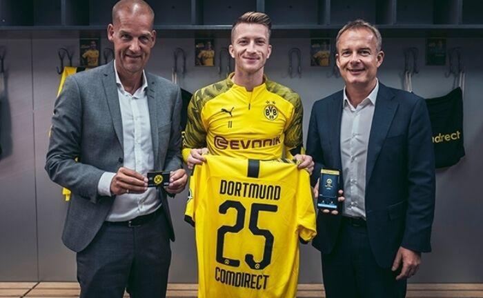 BVB-Geschäftsführer Carsten Cramer (l.), BVB-Kapitän Marco Reus (M.) und Matthias Hach, Marketing- und Vertriebsvorstand von Comdirect.