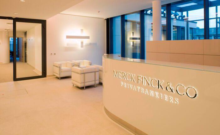 Empfang im Düsseldorfer Büro von Merck Finck: Berater-Abgänge an diesem und am Standort Hamburg sorgten offenbar für einen massiven Weggang von Kunden und damit zugleich verwaltetem Vermögen des Instituts.