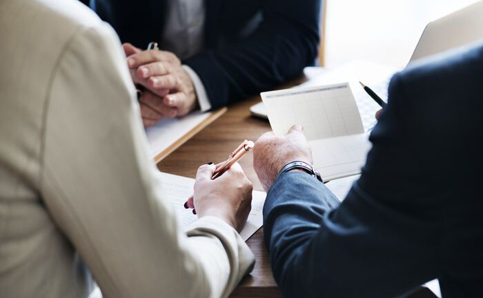 Beratung von Kunden: Die Bank für Vermögen sucht einen Mitarbeiter für den Bereich fondsgebundene Vermögensverwaltung.|© Pixabay