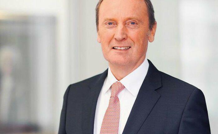 BdB-Präsident Hans-Walter Peters fordert vom europäischen Gesetzgeber, die Taping-Pflicht für Finanzdienstleister zu überarbeiten.