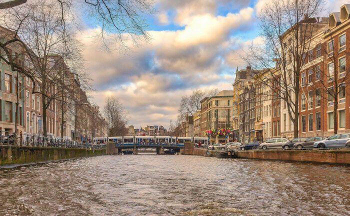 Rotterdam ist nach Amsterdam die zweitgrößte Stadt der Niederlande.