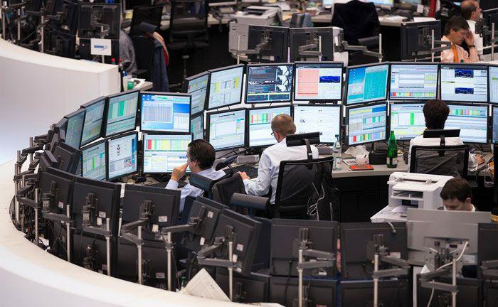 Händler auf dem Parkett der Frankfurter Wertpapierbörse. Die Märkte im Blick haben soll auch der neue Leiter Kapitalmärkte der DVAM.